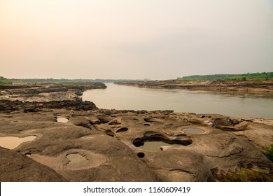 Grand canyon of Thailand (Sam-Pan-Bok) is stone courtyard at the bottom of the Mekong River. The force was eroded by vortex until it became a rocky basin with more than 3,000 holes.