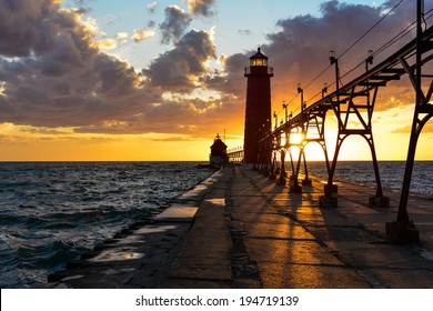 grand haven pier lighthouse