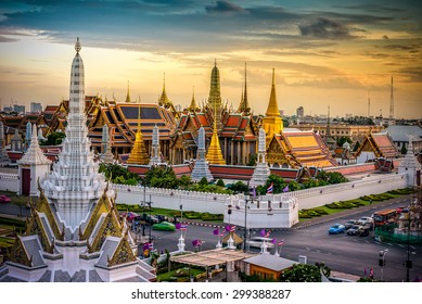 Grand palace and Wat phra keaw at sunset bangkok, Thailand