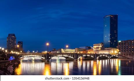A Grand Rapids city scene at night