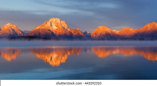 Grand Teton mountain range, Jackson Lake, Grand Teton National Park