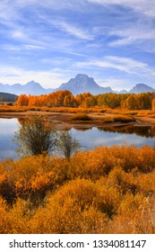 Grand Tetons range from Oxbow bend in autumn time