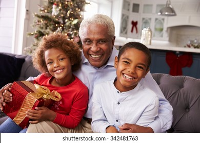 Black People Christmas Pictures.Christmas Black People Images Stock Photos Vectors
