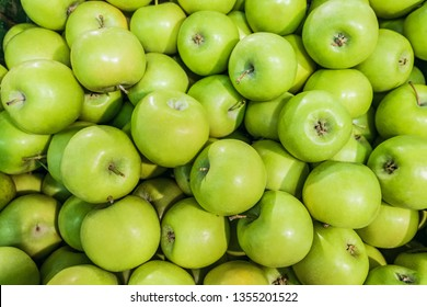 Granny smith  green apples. Raw fruit background. Top view.