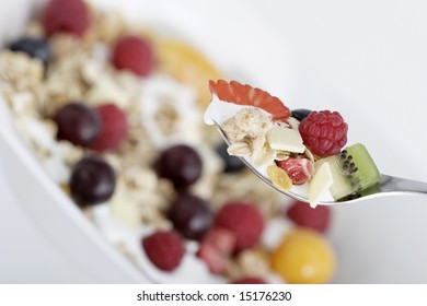 granola with fresh fruits