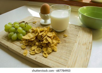 Grapes with cornflakes and milk with eggs