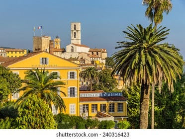 GRASSE, FRANCE - OCTOBER 31, 2014: Parfumerie Fragonard facade Grasse, France. Fragonard perfumery is one of the older factory in the world capital of perfumes. Is one of the visited by tourists place