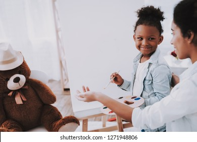 Gratification when Little Girl Paint. Encouraging Art. Paint Together. Childminder for Little Girl. Drawing with Teacher. Playful Aet. Coaching Drawing for Little GIrl.