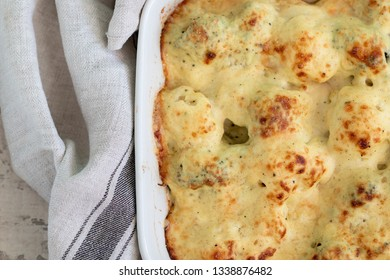 Gratin broccoli and cauliflower from above.