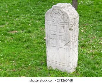 Gravestone on grass field