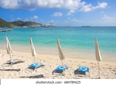 Great Bay beach - Philipsburg Sint Maarten ( Saint Martin ) - Caribbean tropical island