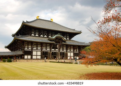 The Great Buddha Hall (Daibutsuden) of Todaiji Temple is said to be the largest wooden building in the world.