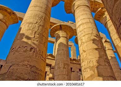 Great Hypostyle Hall dans le complexe du temple de Karnak, Égypte