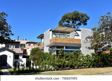 A great modern architect designed house in Westside of Los Angeles, CA.