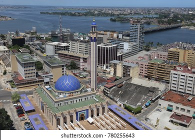 Great mosque of abidjan in ivory coast called la grande mosquée du plateau. Beautiful edifice colored in blue and with a high minaret seen from above. The picture has been taken on 23rd april 2017.