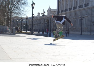 Great skateboard jump in the city