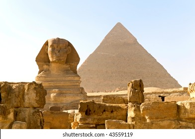 the Great Sphinx and Khafre pyramid of Giza, Egypt