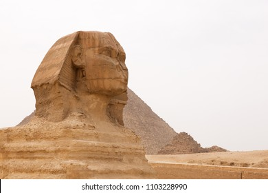 The Great Sphinx and the pyramid of Khufu