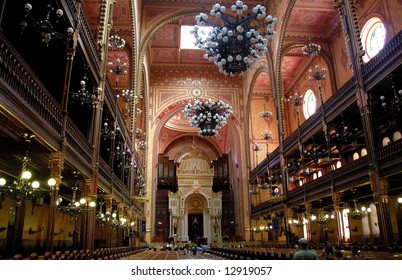 Great Synagogue in Budapest is the second biggest in the world