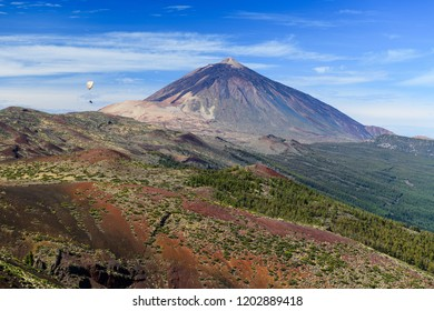 Great view of the Teide volcano with a flying paraglider. Las Cañadas del Teide. Tenerife. Canary Islands.