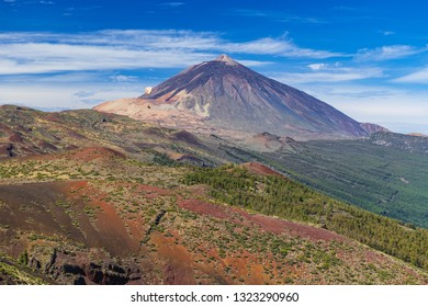 Great view of the Teide volcano with a flying paraglider. Las Cañadas del Teide. Tenerife. Canary Islands.Spain
