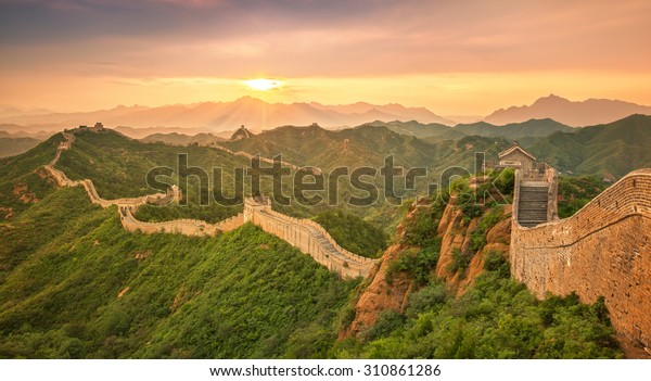 Chinesische Mauer bei Sonnenaufgang