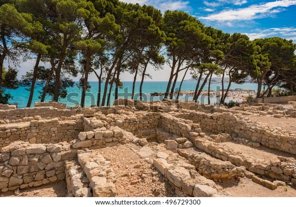 Yacimiento arqueológico grecorromano de Ampurias en el Golfo de Roses, Cataluña, España.
