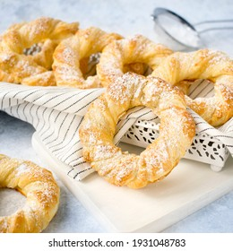Greek bagels - shortcrust and delicate biscuits, obtained by combining puff pastry with shortcrust pastry.