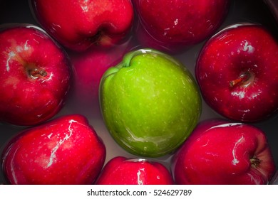 Green apple and Red apple, Apple fruit clean in water.