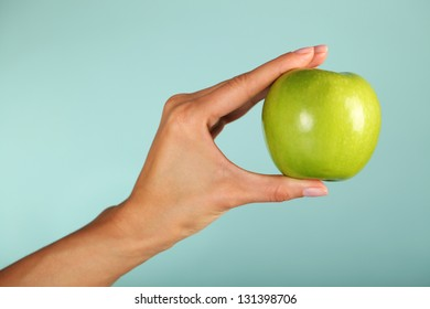 Green apple in the woman's hands