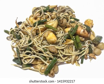 green asparagus with gulas and prawns