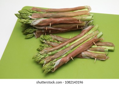 green asparagus with ham
