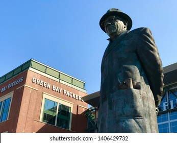 Green Bay, Wisconsin. August 9th, 2018. The outdoor statue of legendary coach Vince Lombardi which stands in front of Lambeau Field, the Green Bay Packers stadium.