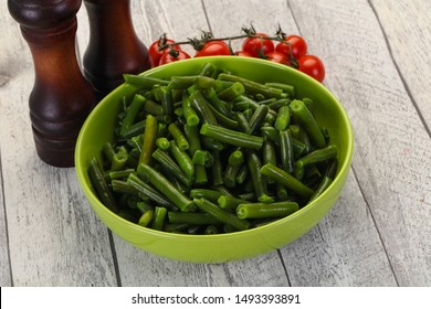 Green beans in the bowl ready for cooking