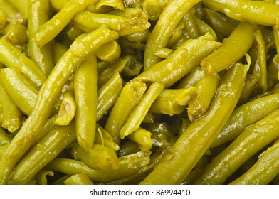 green beans seasoned with olive oil close up