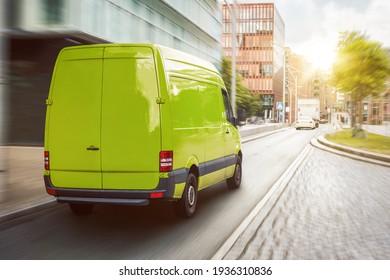 Grüne Fracht-Transporter in der Stadt