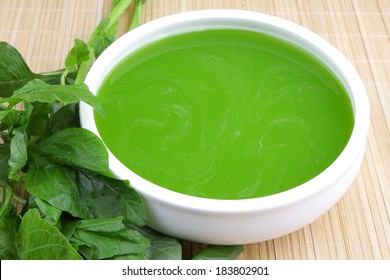 Green cream soup from spinach.
