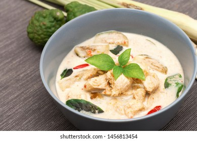 Green curry, chicken, eggplant, Thai food