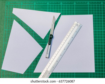 Green cutting mats with iron ruler and cuter