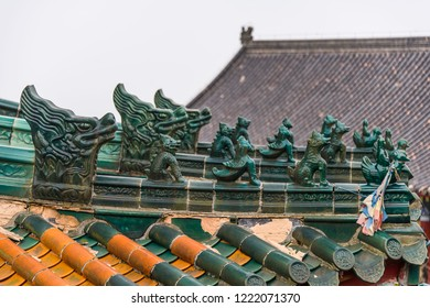 Green decoration over the roof of Tianmenshan Temple