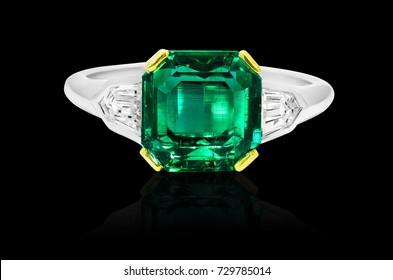 green emerald ring, diamonds, jewelry with gemstones