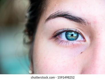 Green Eyes  girl latina  eyebrown