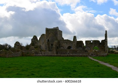 Green field with the ruins of Hore Abbey in Ireland.