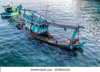 Green fishing boat sinking at sea can not be used.