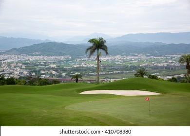 green golf scene on mountain