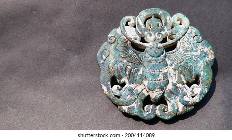 Green jade pendant with carving butterfly, diameter 6.8 cm, thick 0.4 cm, weight 59 grams, an ancient jade pendants are thought to be in the Qin Dynasty (221 BC) or later period, private collections
