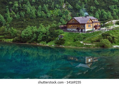 Green lake reflection - Mountain cottage in High Tatras