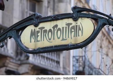 Green metro sign in Paris