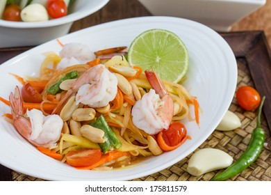 green papaya salad thai food, Thai cuisine (traditional and modern thai food)