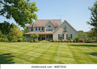 Green pastures surround a farm house in Kentucky, USA.